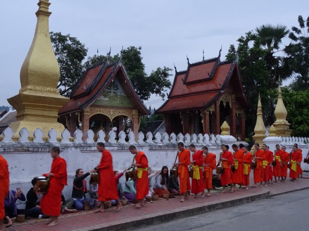 ceremonie moines luang prabang