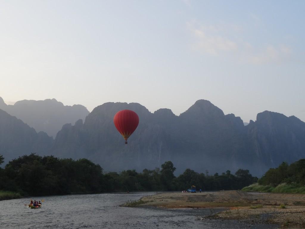 montgolfiere vang vieng